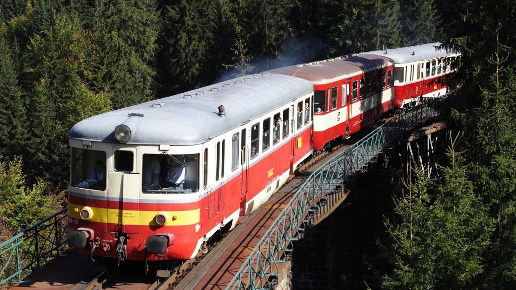 Vlak na mostě přes Jizeru