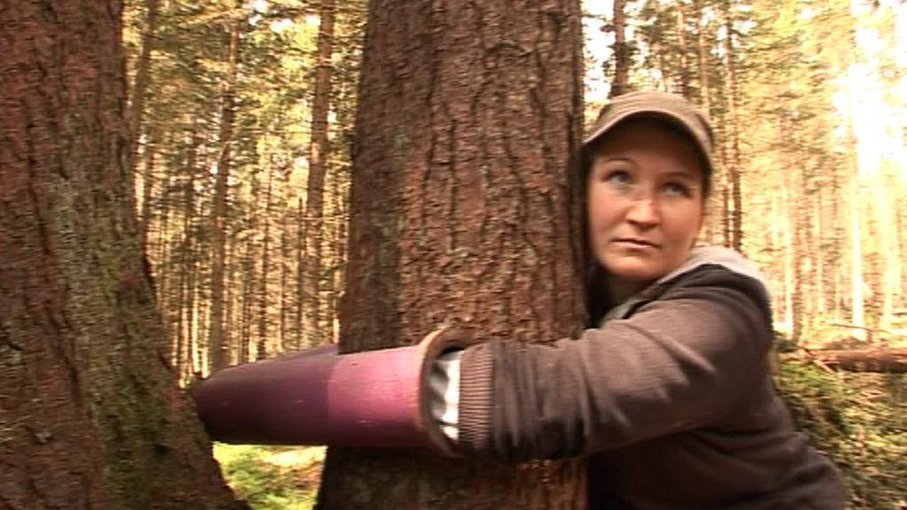 Aktivistka u stromu