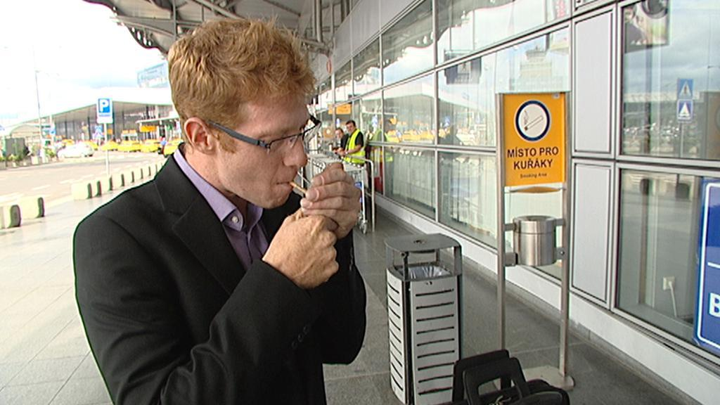 Gil Luxembourg na pražském letišti