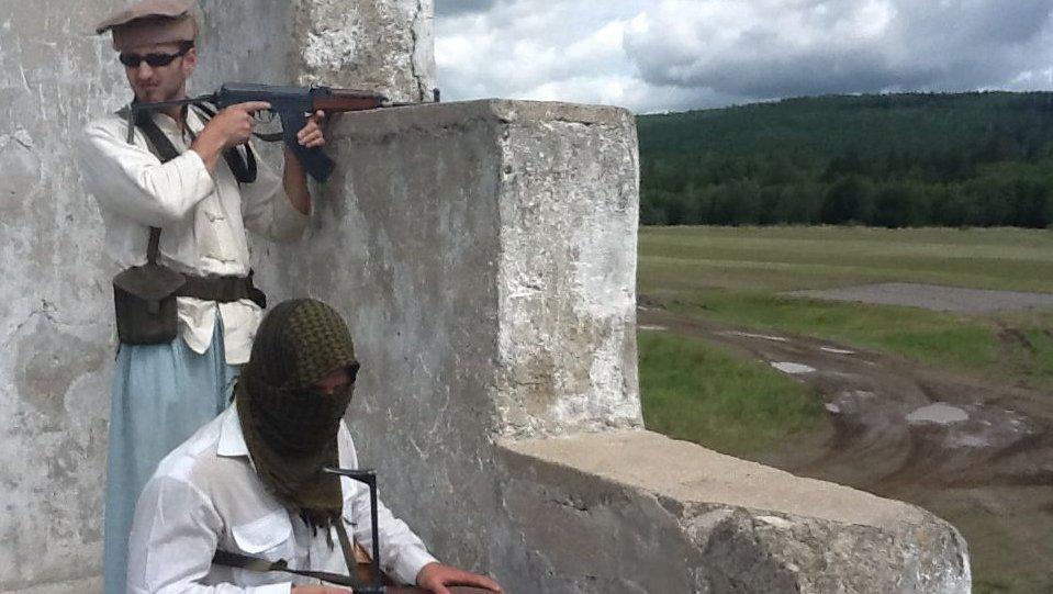 Vojáci, kteří představují Talibánce