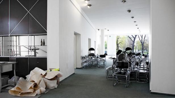 Vyklízení galerie Mánes