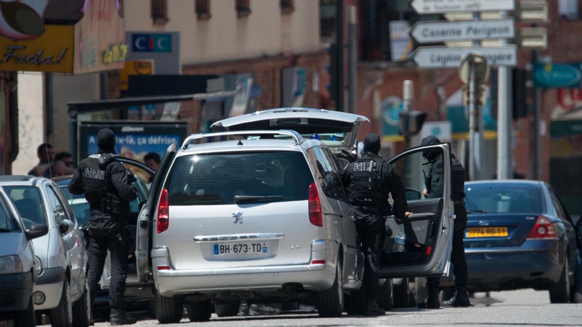 Útočník drží v bance v Toulouse rukojmí