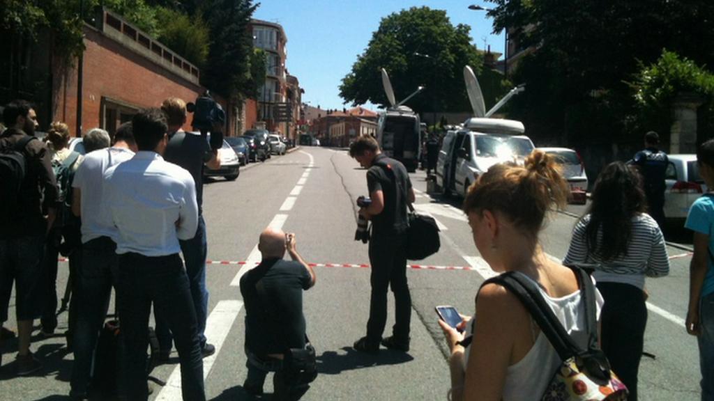 V Toulouse drží v bance muž čtyři rukojmí