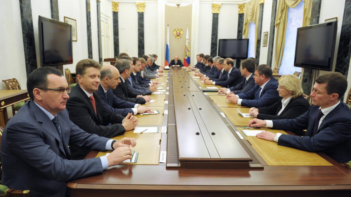 Vladimir Putin s novým ruským kabinetem