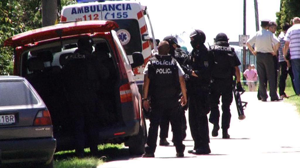 Policie při zásahu v Hurbanovu