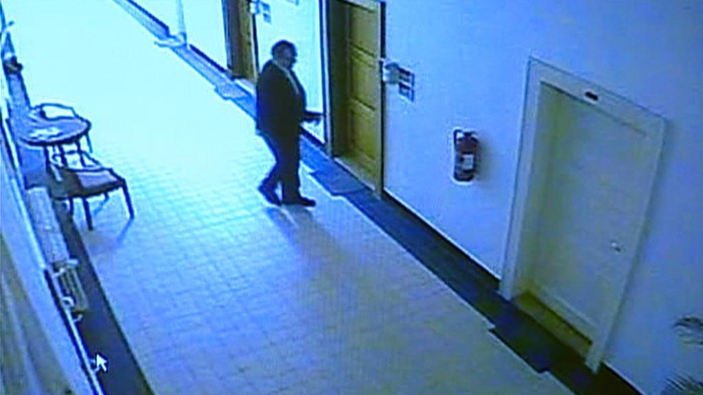 Záznam bezpečnostních kamer před kanceláří Libora Grygárka