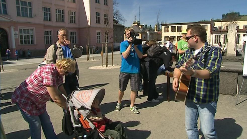 Lidé na happeningu protestovali proti podobě náměstí