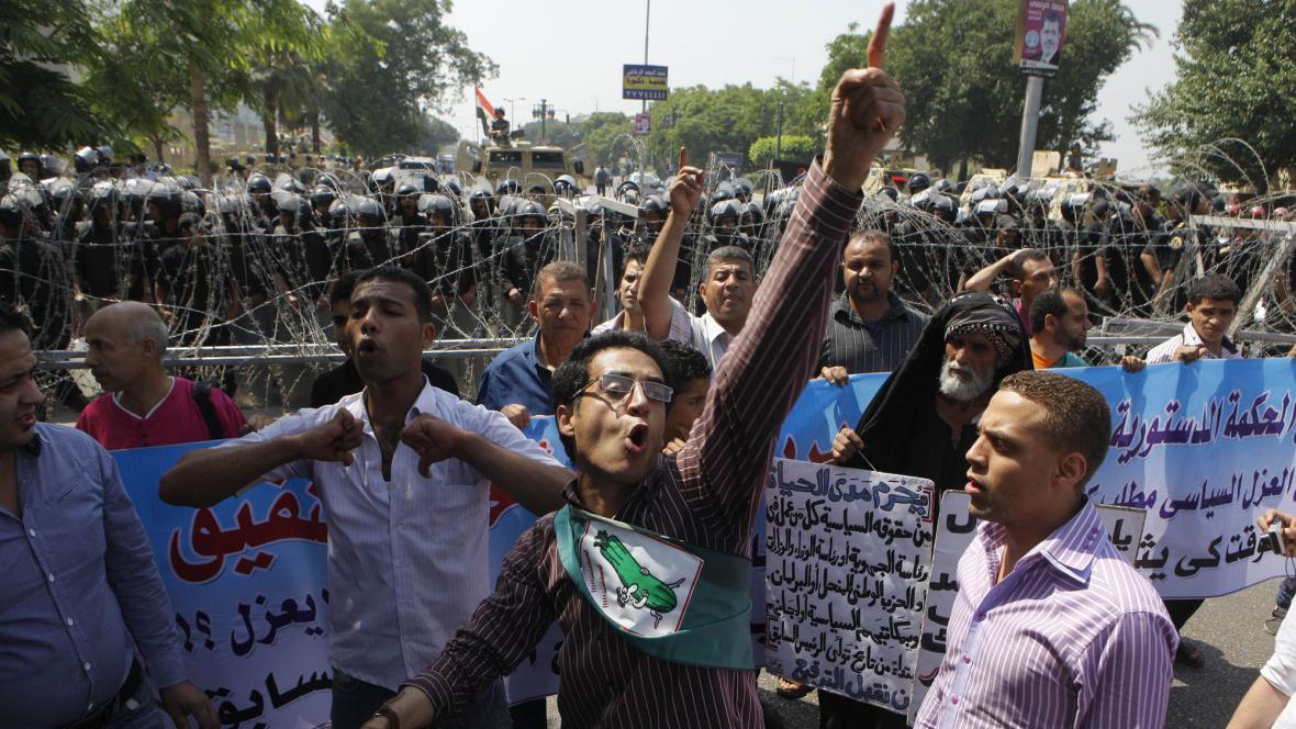Protesty proti Šafíkovi před soudem