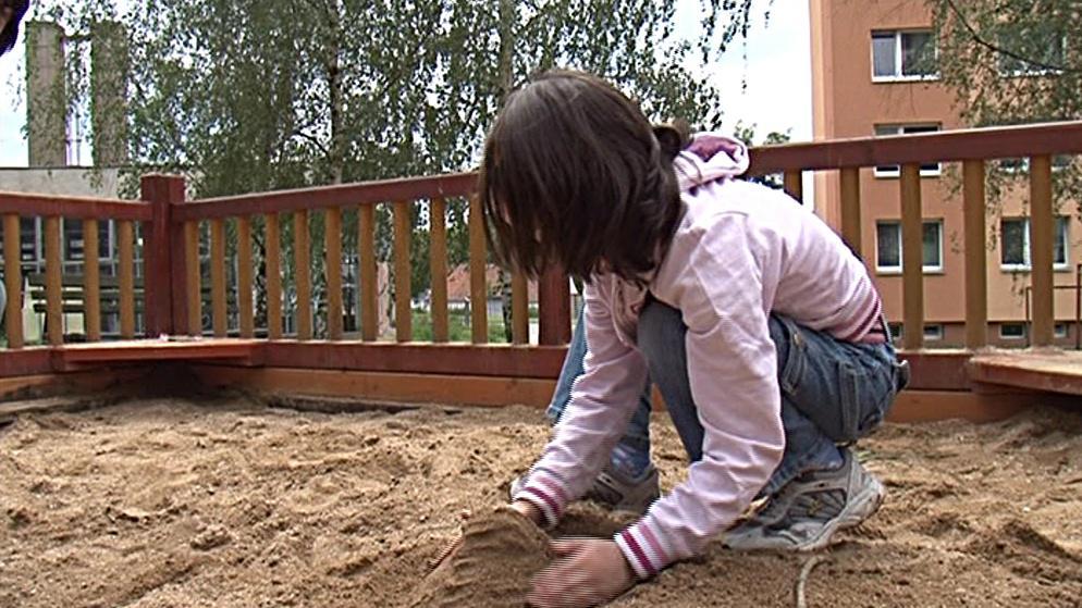 Osmiletá Terezka v létě vymění sídliště za dětský tábor v přírodě