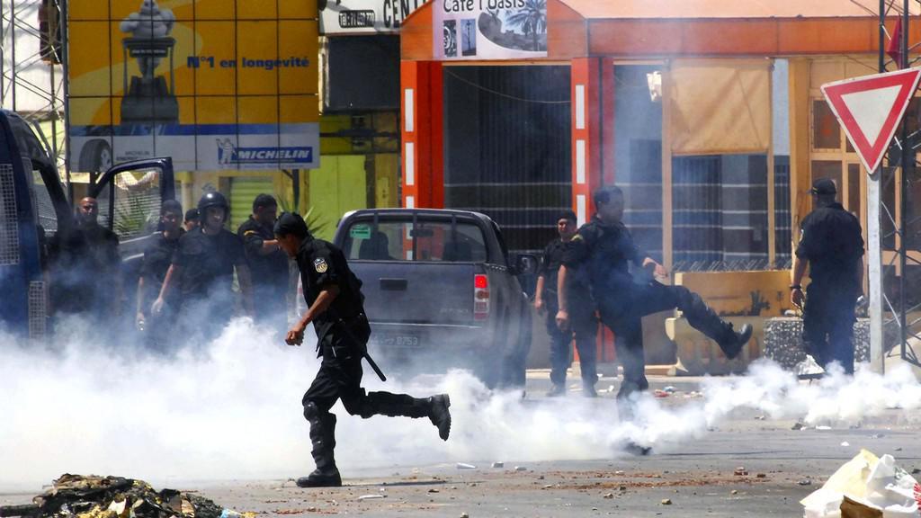 Výtržnosti v Tunisu
