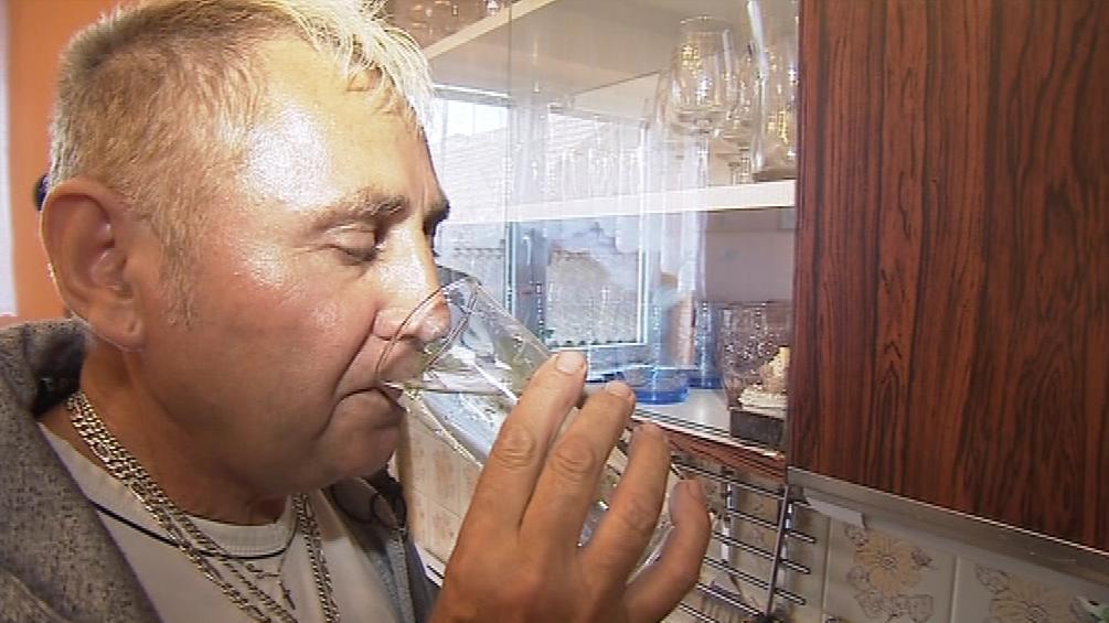 Josef Havel pije vodu s uranem už 30 let. Pít ji budu dál, říká