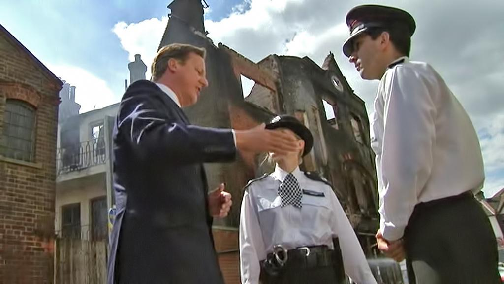 David Cameron s britskými policisty