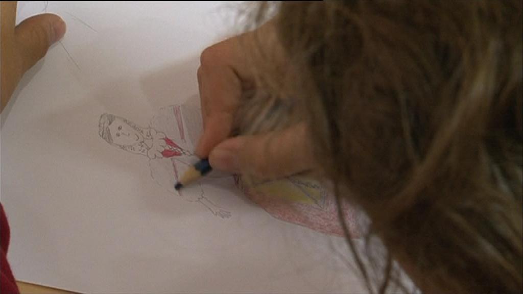Na závěr si děti mohou kroje zkusit namalovat