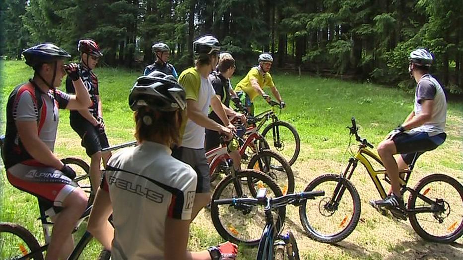 Některá místa jsou cyklistům ochranáři zapovězena