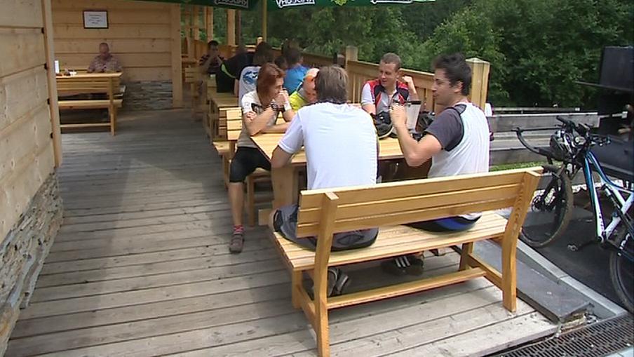 Většinu lidí v Karlovicích živí služby a turistický ruch