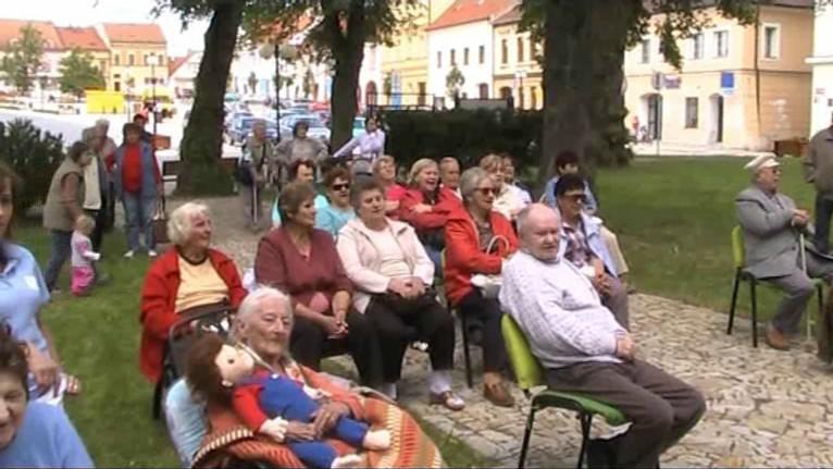 Senioři v Bechyni přivítali léto