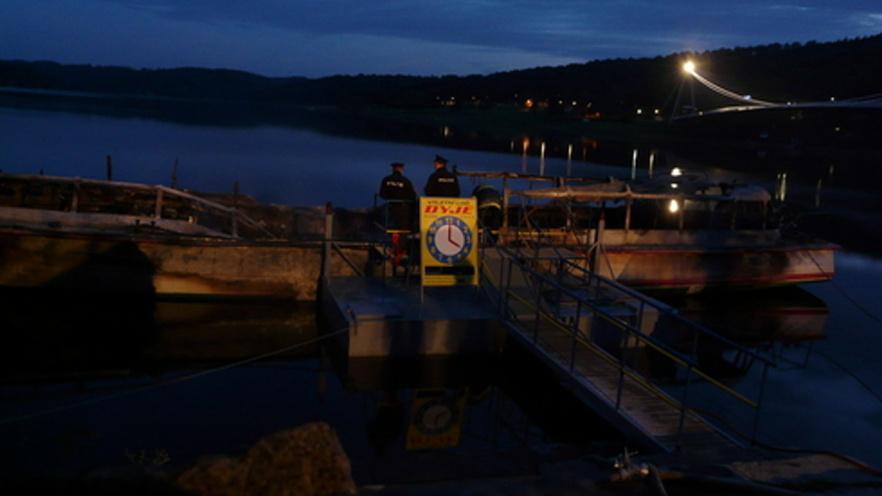Požár v noci zlikvidoval loď Dyji