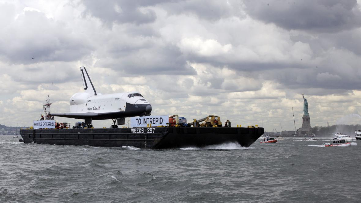 Raketoplán Enterprise doplul do New Yorku