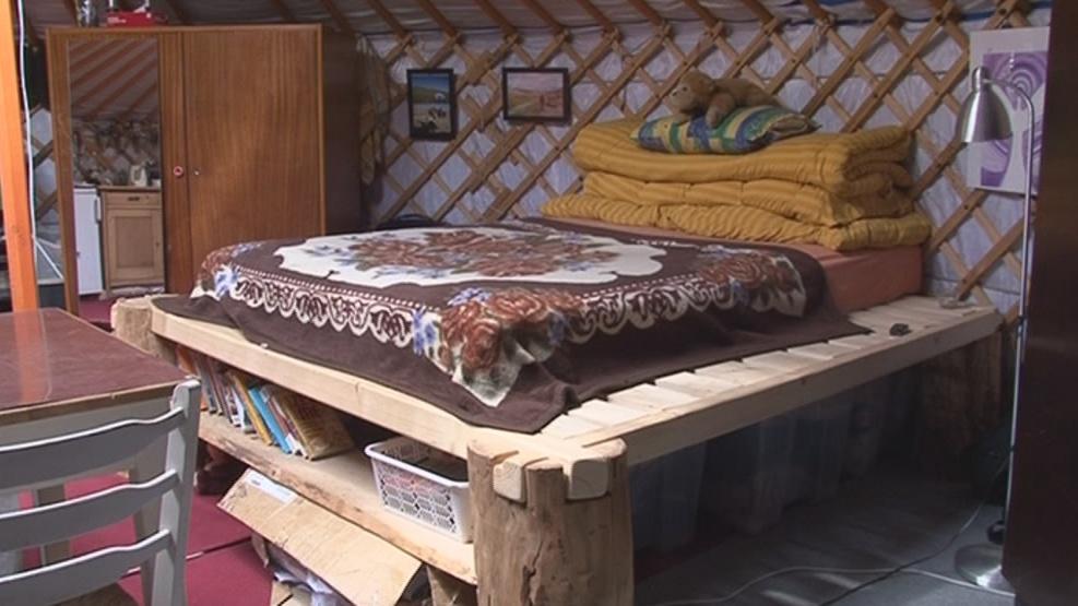 Ručně vyráběná postel