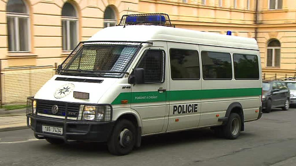 Policejní vůz před litoměřickou věznicí