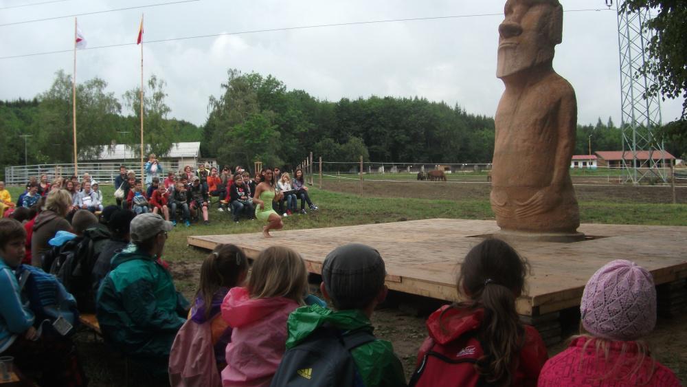 Na návštěvu z Rapa Nui se přišlo podívat na 200 školáků