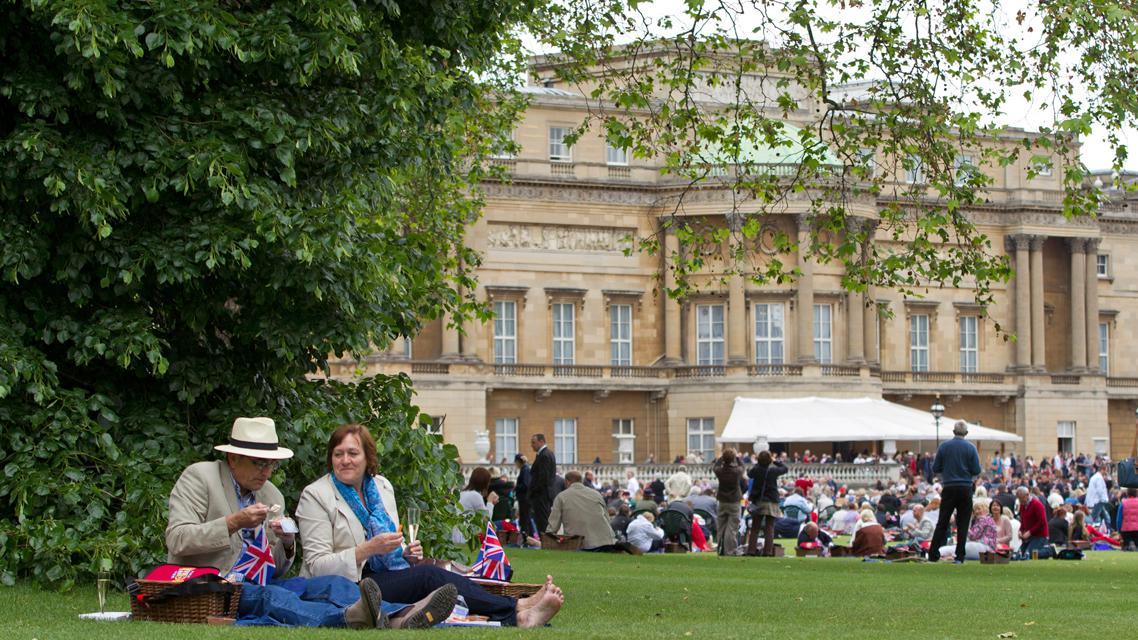 Královský piknik před Buckinghamským palácem