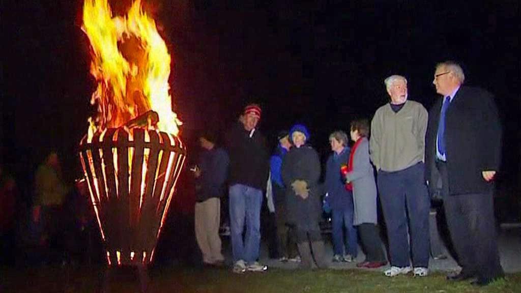 Zapalování ohňů na počest Alžběty II.