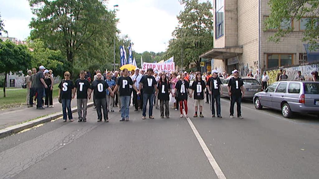 Pochod aktivistů k Úřadu vlády