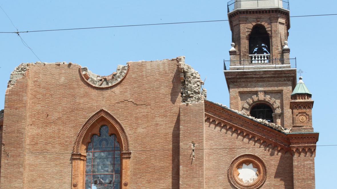 Následky zemětřesení v Mirandole