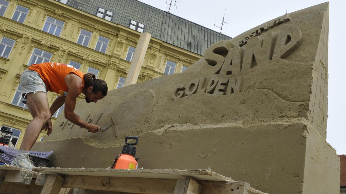Pískovcové sochy na brněnském náměstí Svobody
