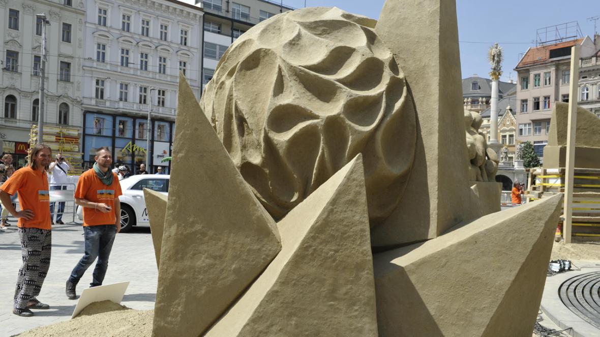 Esence ženy - pískovcové sochy na brněnském náměstí Svobody