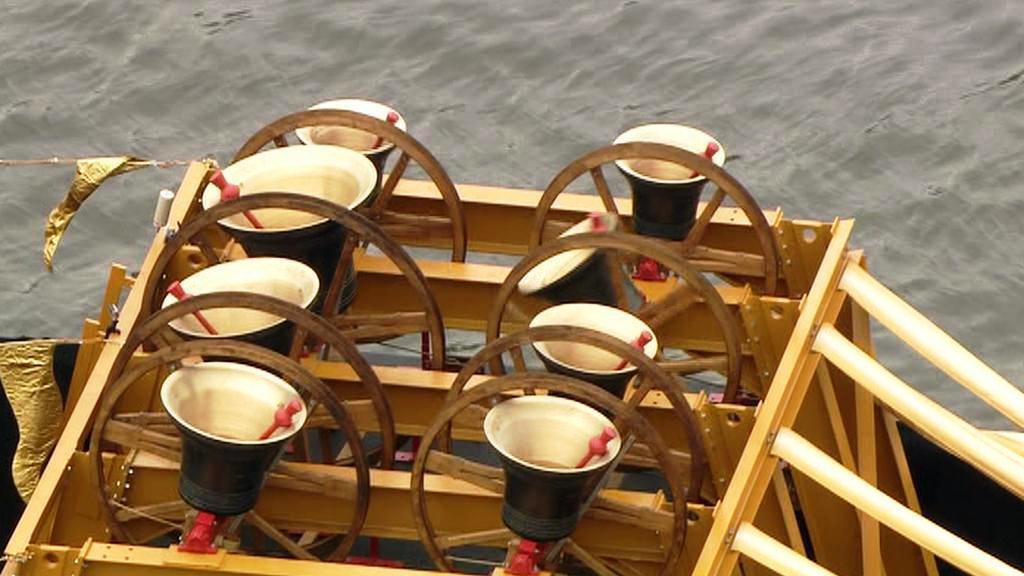 Loď zvonů na diamantové plavbě