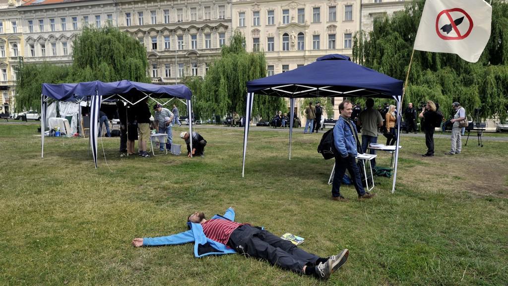 Aktivisté z hnutí Occupy na Klárově