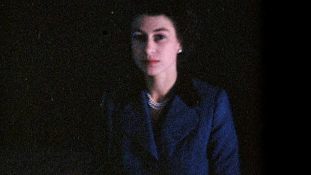První záběr Alžběty II., v době, kdy ještě nebyla královnou