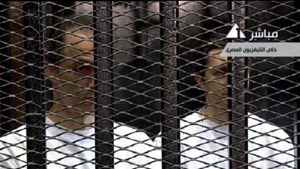 Synové Mubaraka Gamál a Alá (záběr Egyptské státní televize)