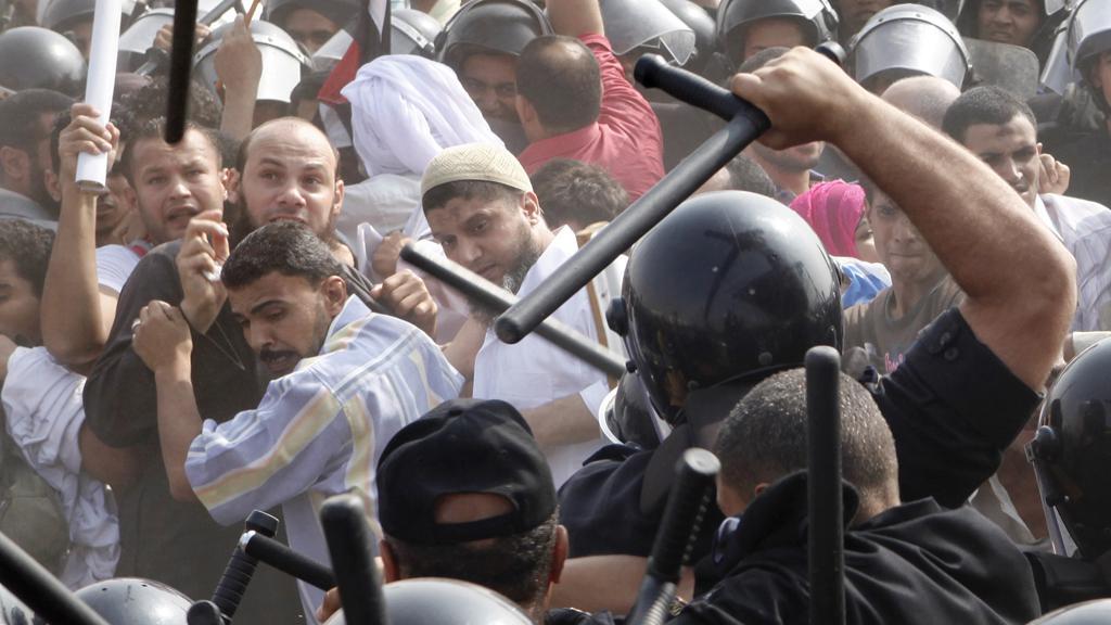 Střety u káhirského soudu, kde pokračuje proces s Mubarakem
