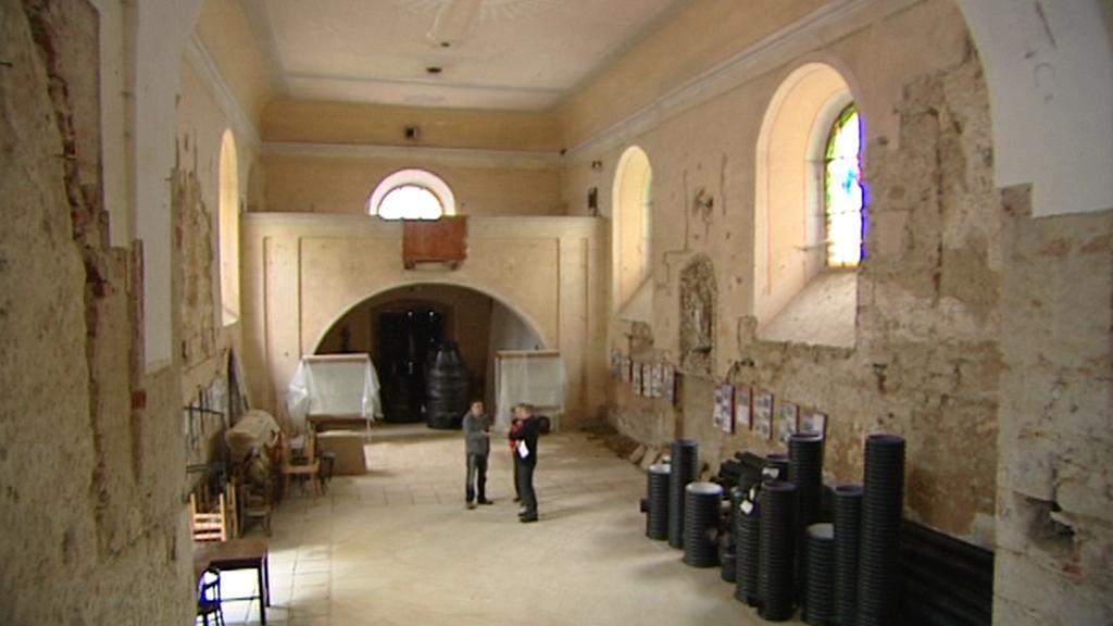 Interiér kostela sv. Víta na břehu Želivky