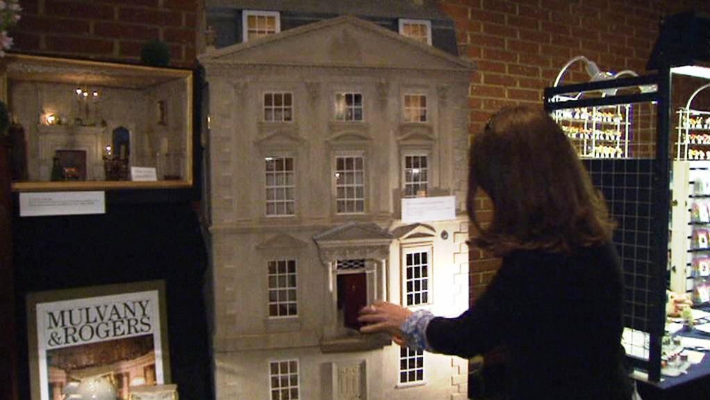 Výstava domečků pro panenky