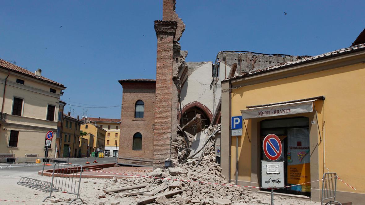 Kostel svatého Františka v Mirandole zničený zemětřesením
