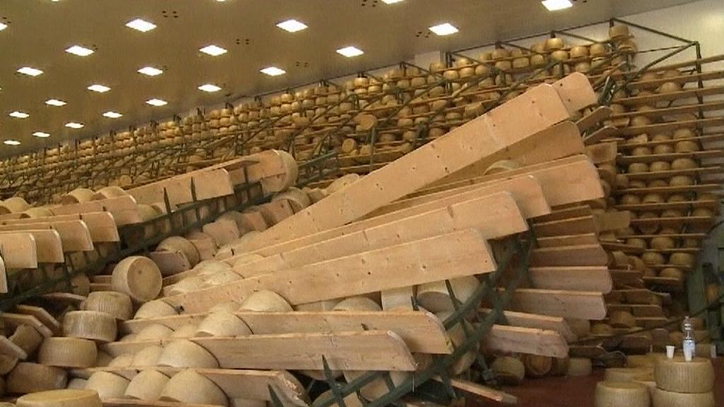 Zemětřesení poničilo sklady s parmazánem