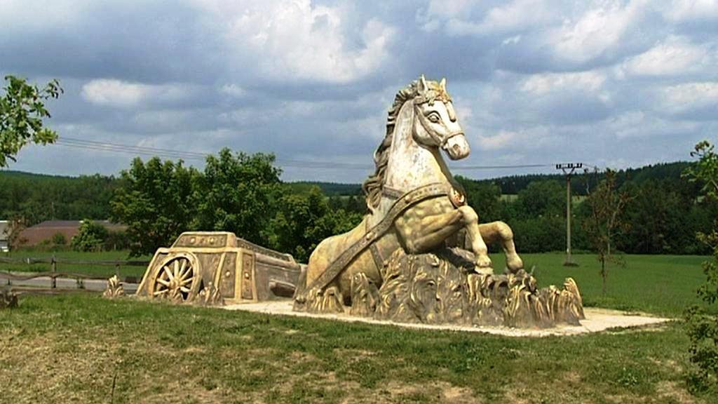 Kůň uvízlý v blatech Michala Olšiaka