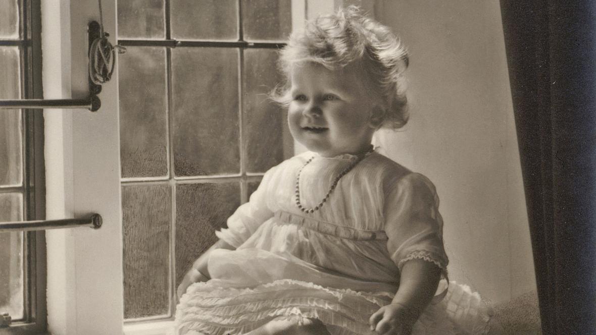 Alžběta II., když jí byl jeden rok