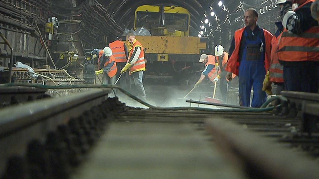 Oprava výhybky v metru