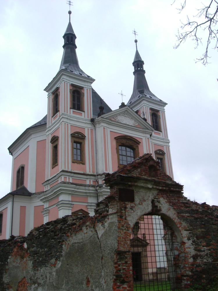 Obnovený poutní kostel ve Staré Vodě