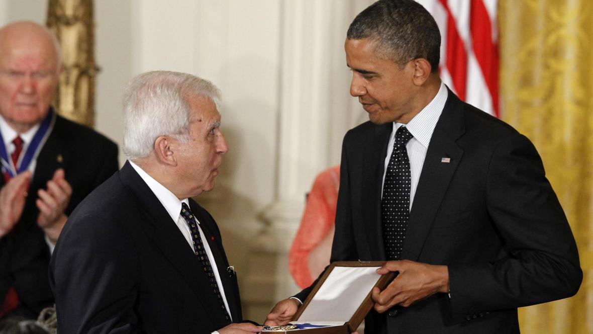 Vyznamenání pro Karského přebírá od Obamy polský exministr zahraničí Adam Daniel Rotfeld