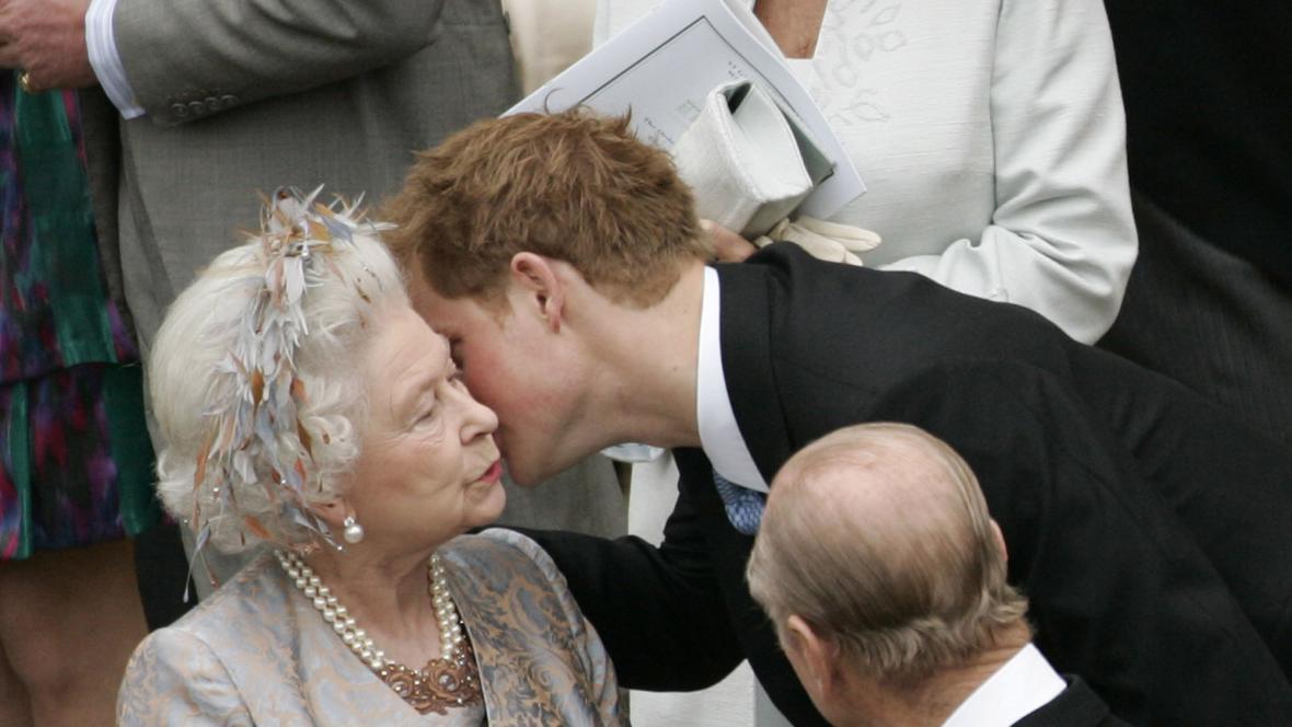 Alžběta II. a její vnuk princ Harry