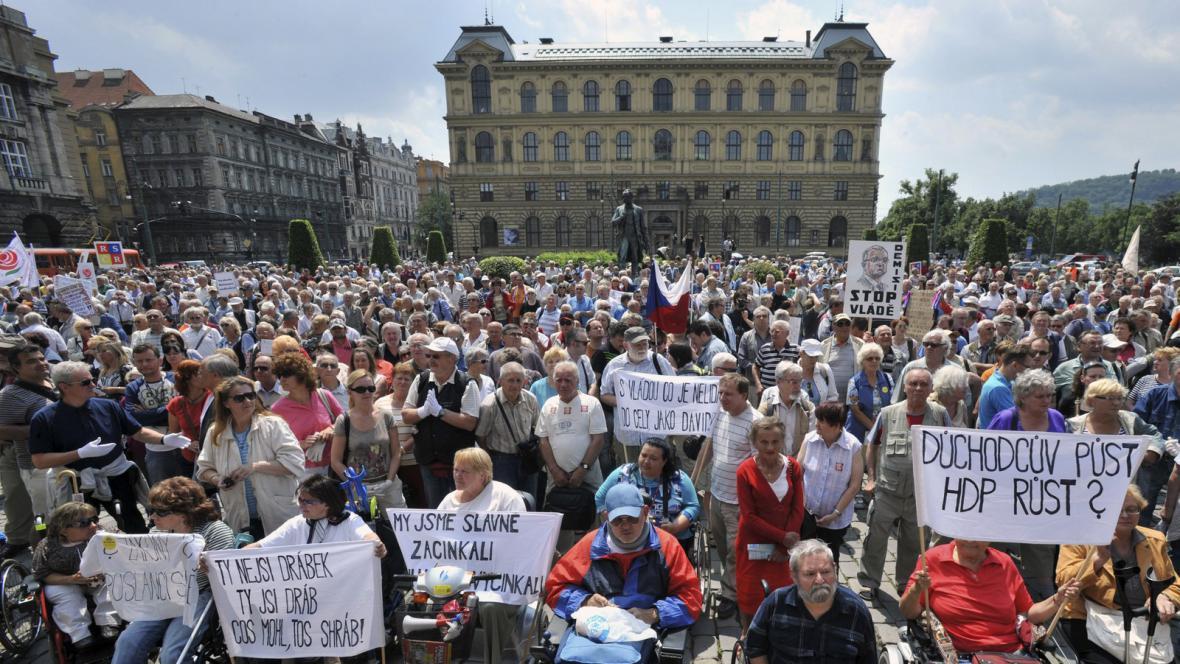 Důchodci proti vládě