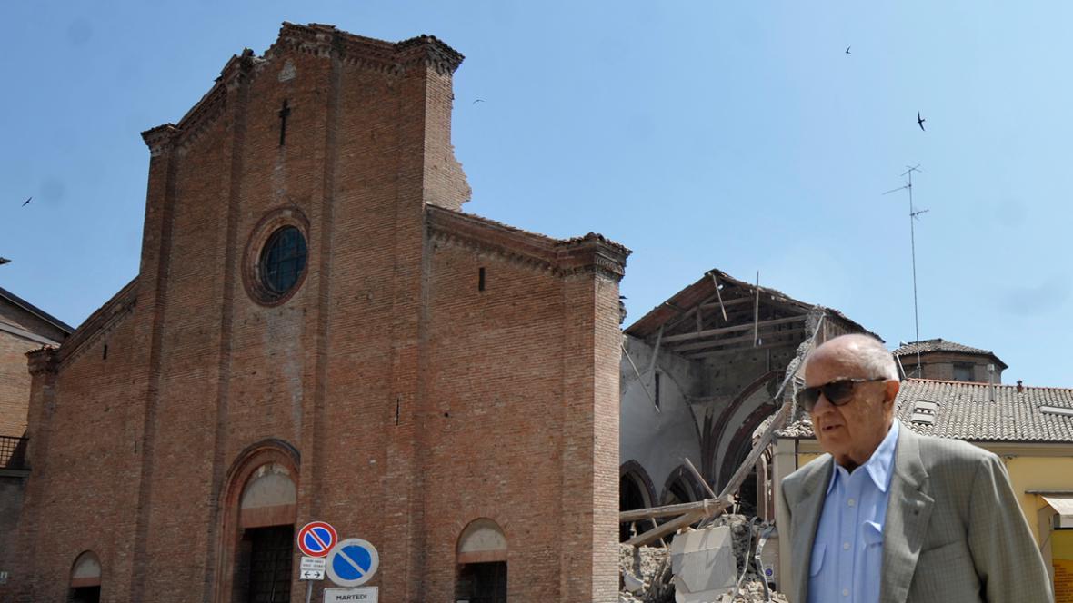Kostel v Mirandole poškozený zemětřesením