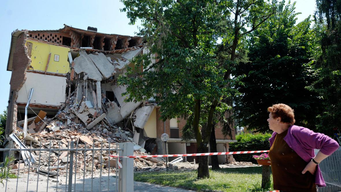 Následky zemětřesení v Cavazzu