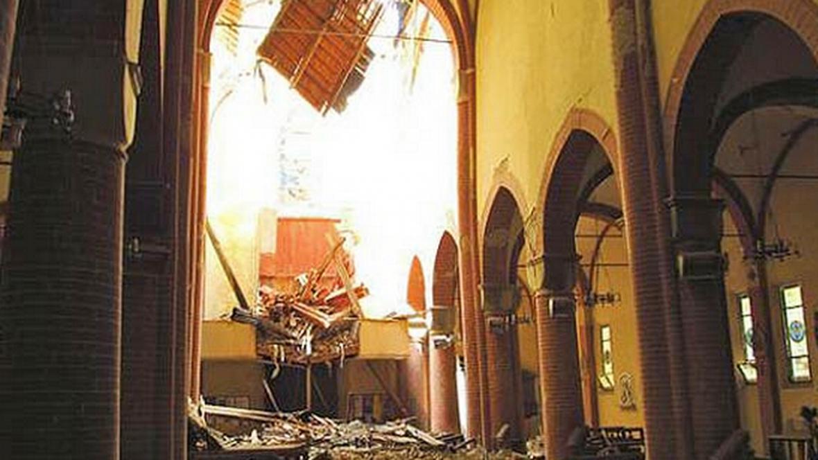 Dóm v Mirandole poškozený zemětřesením
